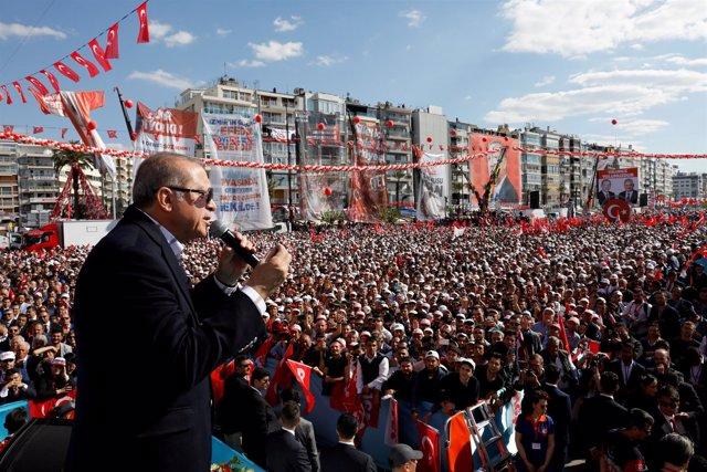 Erdogan durante un mitin para el referéndum