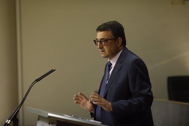 Aitor Esteban en rueda de prensa en el Congreso
