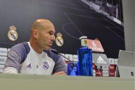 """Zidane elude hablar de """"ruido"""" e insiste estar """"muy lejos de las ideas"""" del Frente Nacional francés"""