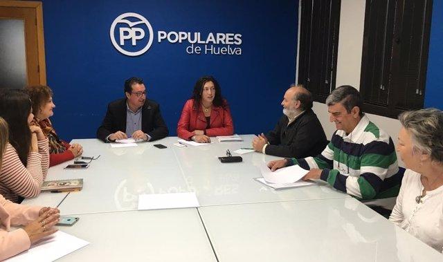 La secretaria general del PP andaluz, Dolores López, con escuelas infantiles.