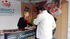 Diputación de Badajoz promociona en la Feria del Queso de Trujillo las denominaciones de origen de la provincia pacense