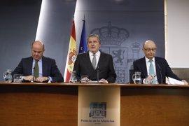 """El Gobierno pide a PSOE y Cs dejar las """"sobreactuaciones"""" y ve en la moción de Podemos un """"mero brindis al sol"""""""