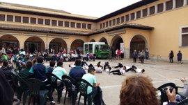 Alumnos de centros escolares participan en los Juegos Coreográficos en la plaza del Olivar