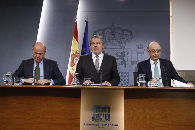 Luis de Guindos, Méndez de Vigo y Cristóbal Montoro en rueda de prensa
