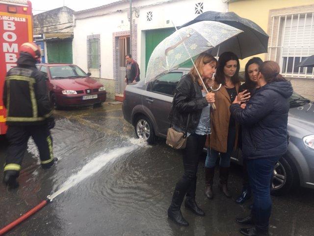 Concejales del PP visitan las zonas anegadas de la ciudad.