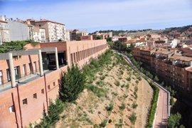 Vecinos del barrio de San Julián de Teruel reclaman que la policía vigile el botellón