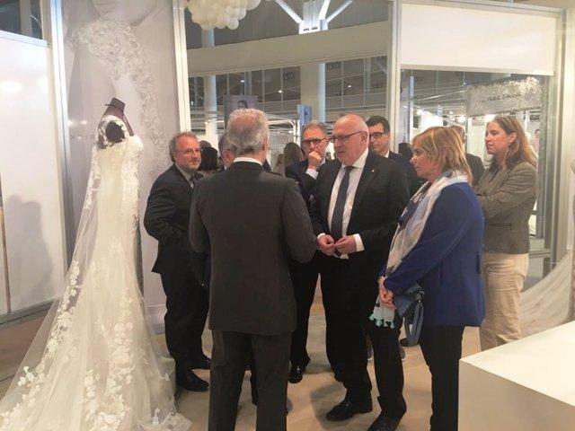 El conseller J.Baiget inaugura la feria comercial de la Barcelona Bridal Week