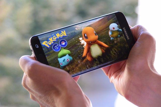 Una jugadora de la aplicación Pokemon Go.