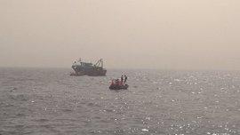 Rescatados 180 inmigrantes y refugiados en tres barcazas a la deriva en el mar Mediterráneo