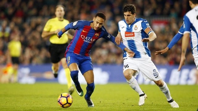 Neymar (Barcelona) y Javi López (Espanyol)