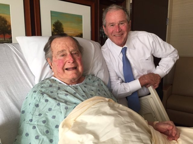 George H.W. Bush y su hijo, George W. Bush