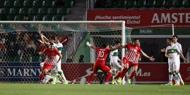El Almería vence al Elche en Segunda División