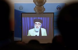 El 'gran señor de la guerra' Hekmatyar llama a la paz en Afganistán en su primera aparición en 20 años