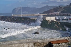 Activado para este domingo en Euskadi el aviso amarillo por fuertes vientos y oleaje
