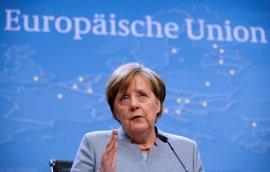 """Merkel dice que """"no puede sorprender a nadie"""" su preferencia por Macron frente a Le Pen"""