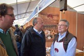 Monago critica la ralentización de las exportaciones extremeñas en el último año