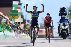 Simon Yates gana la cuarta etapa y asalta el liderato en el Tour de Romandía