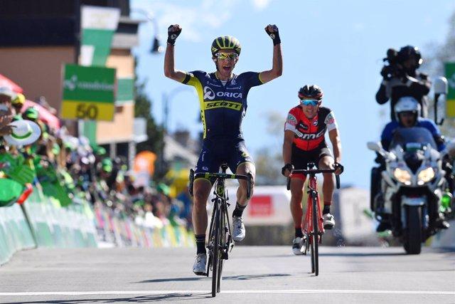 Simon Yates (Orica) gana la cuarta etapa y asalta el liderato en Romandía