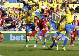 Giménez sufre una lesión muscular y es duda para la Champions