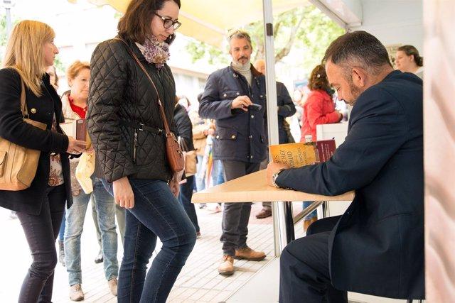 Jesús Sánchez Adalid firma libros en Cáceres