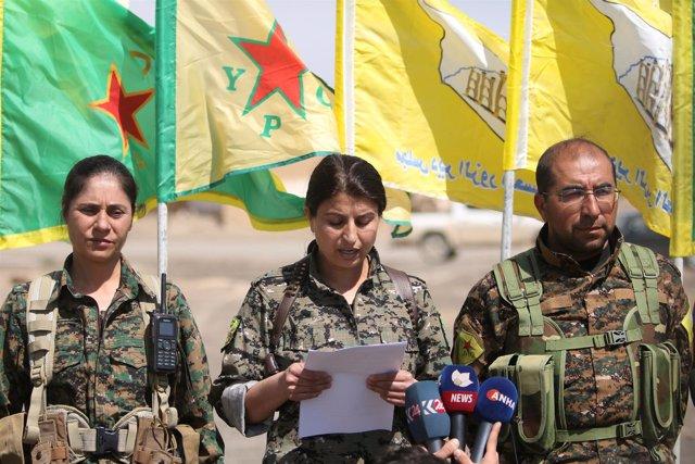 Rueda de prensa de una comandante de las FDS cerca de Raqqa
