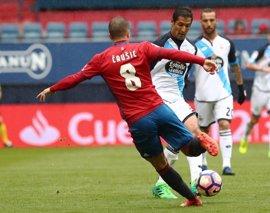 El Deportivo aplaza la salvación con un empate en El Sadar