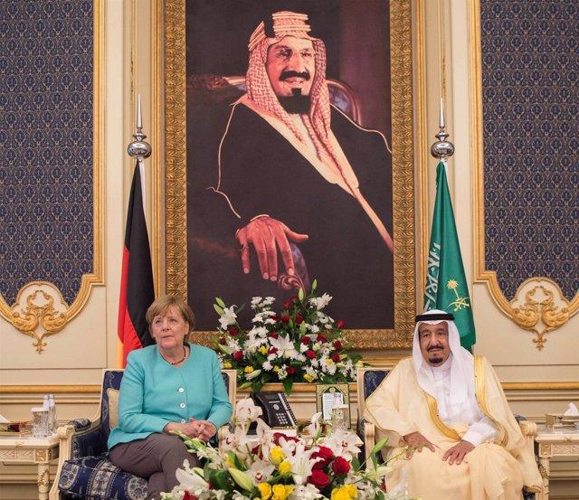 El rey Salman de Arabia Saudí y Angela Merkel