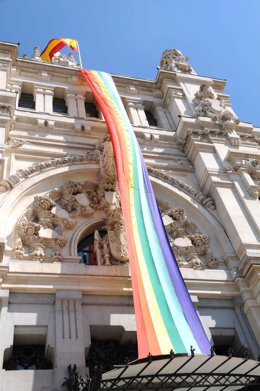 Bandera arcoíris en Cibeles