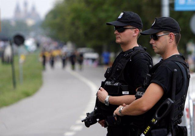 Policías polacos en Cracovia
