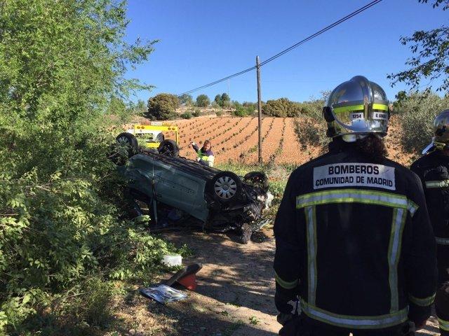 Bomberos en accidente de coche