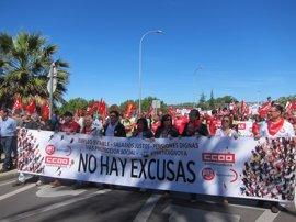 Centenares de personas reclaman en Mérida empleo estable  e infraestructuras para Extremadura