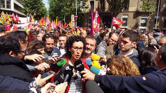 Marta Rovira atiende a los medios en la manifestación del 1 de Mayo