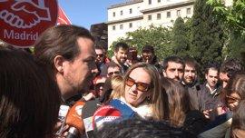 Iglesias y Garzón arremeten contra la corrupción del PP que roba a los trabajadores