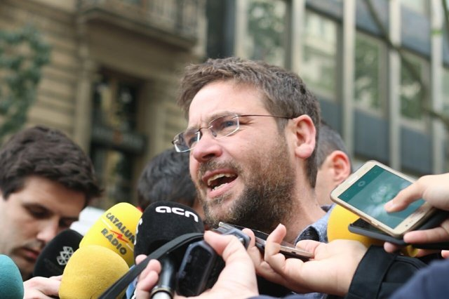 Albano-Dante Fachin atiende a los medios en la manifestación del 1 de Mayo