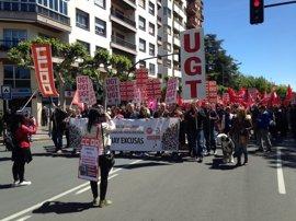 Más de un millar de personas piden en la calle un cambio de políticas
