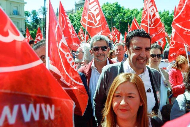 El portavoz de la Comisión Gestora del PSOE en la manifestación del 1 de Mayo