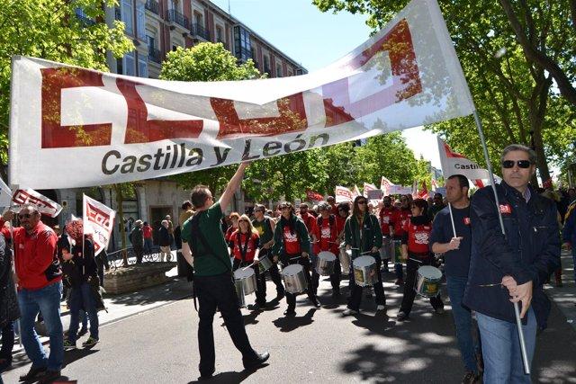 Valladolid. Una batucada acompaña a la manifestación del Primero de Mayo