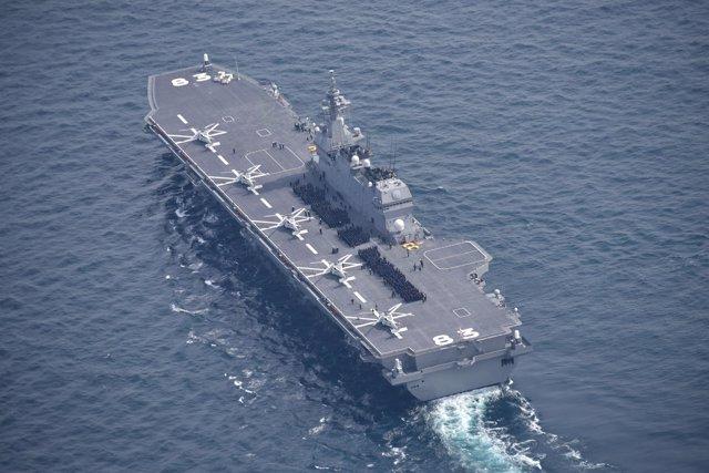 Buque portahelicópteros de la Marina japonesa 'Izumo'