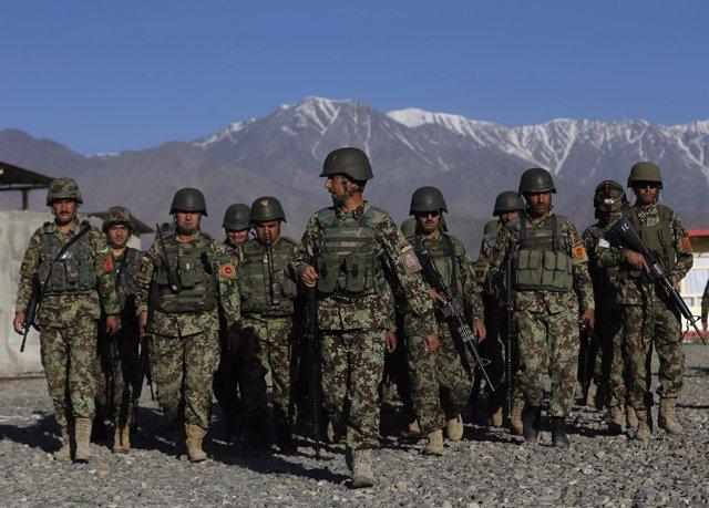Soldados afganos en Afganistán