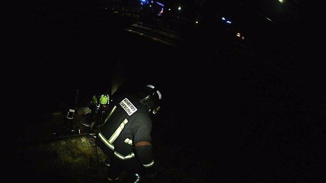 Bomberos de Cartagena rescatan a una persona que se precipitó por el puente