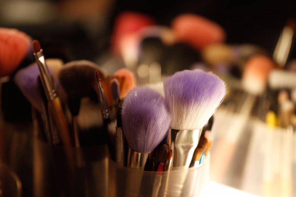 El peligro de no limpiar las brochas de maquillaje