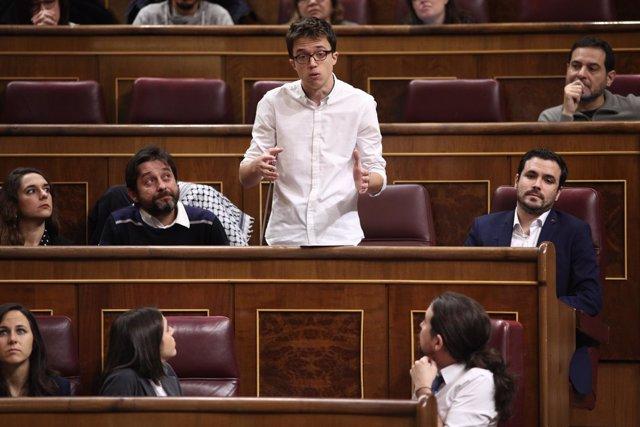 Íñigo Errejón y Pablo Iglesias en la sesión de control al Gobierno