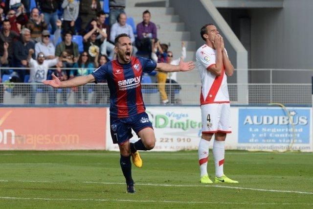 Ferreiro celebra el gol del Huesca