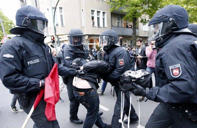 Policías antidisturbios en Berlín