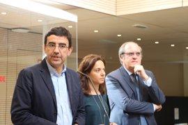 """PSOE inicia contactos con Ciudadanos y Podemos para buscar una alternativa de """"cambio"""" al Gobierno de Cifuentes"""