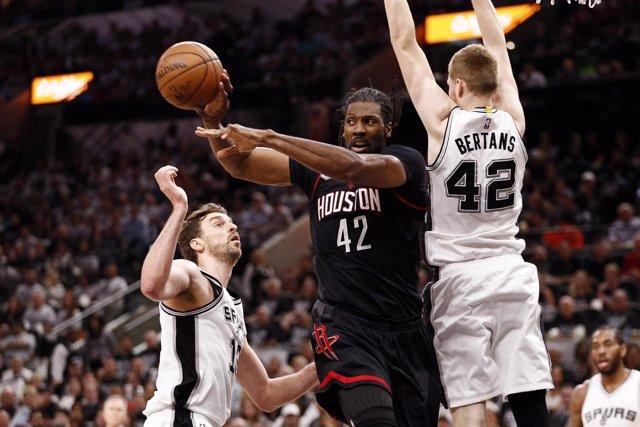 Pau Gasol en las semifinales de Conferencia contra los Rockets