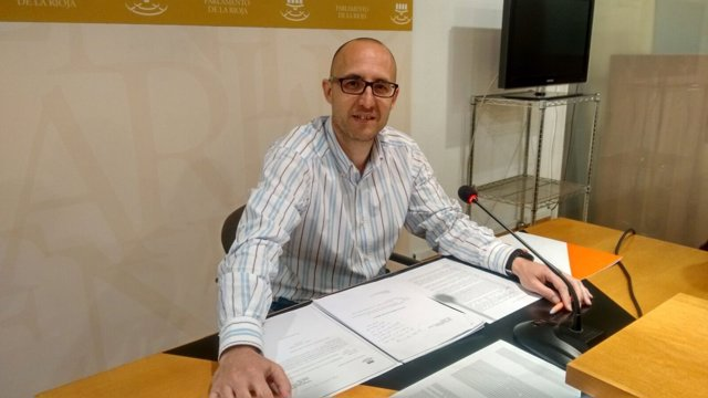 El diputado de Ciudadanos La Rioja David Vallejo en rueda de prensa