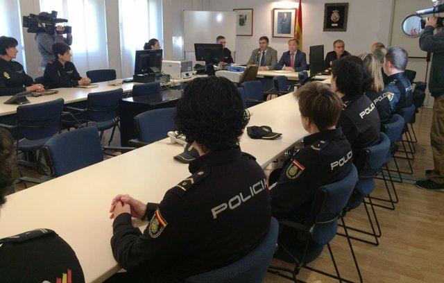 Unidad de Familia y Atención a la Mujer de la Policía Nacional