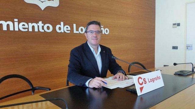 El concejal de Ciudadanos, Julián San Martín, en rueda de prensa