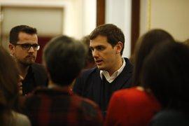 Rivera rechaza una moción de censura en Madrid porque ni Cifuentes está imputada ni se incumple el pacto